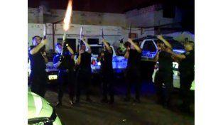 Filmaron a policías mendocinos festejando a los tiros la llegada de la Navidad