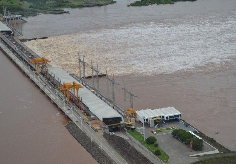 Cresto explicó que si la represa no estuviera el río hubiera llegado a los 18 metros. Foto Gentileza Diario Concordia.