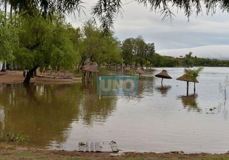 El río Paraná frente a las costas de la capital entrerriana. Fotos UNO/Juan Manuel Hernández