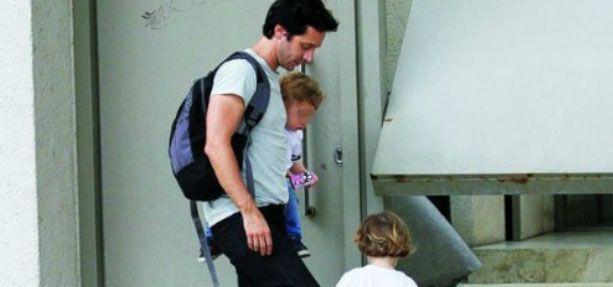 Pampita le prohibió la entrada a su casa a Vicuña: a sus hijos los ve en la vereda
