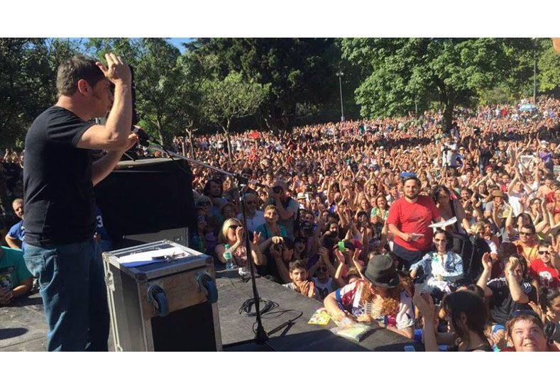 Kicillof habló en Parque Centenario ante una multitud