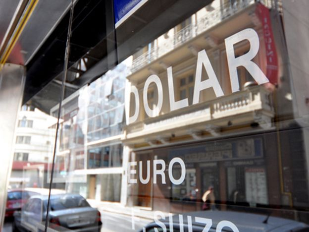 El dólar bajó a $13,70 sobre el final de otra jornada cambiaria  tranquila