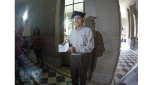Hipólito a los 84 años se recibió de profesor