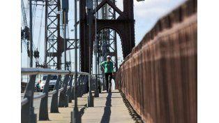 Un propuesta pidió el puente colgante solo para ciclistas y caminantes.  UNO Santa Fe.