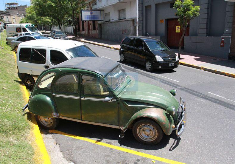 Estacionamiento en calle Gardel. Desde este viernes