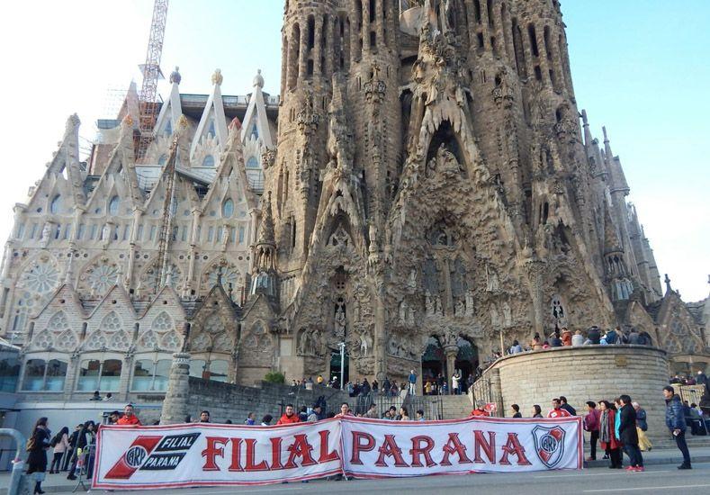 En la Sagrada Familia de Barcelona se desplegó el telón.