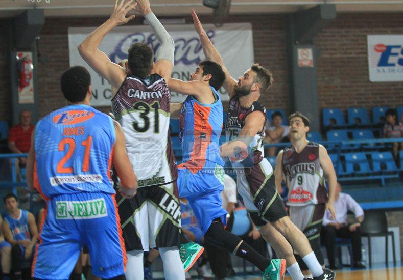 El último triunfo del equipo de Paraná fue ante Lanús. Foto UNO/Juan Ignacio Pereira