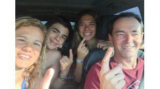Omar Martínez junto a su familia manejando rumbo a la capital entrerriana.