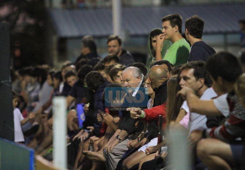 A pesar de la reprogramación hubo una buena cantidad de espectadores. (Fotos UNO/Juan Ignacio Pereira)