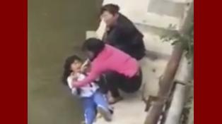 Amenazó a su hija con ahogarla porque va mal en la escuela