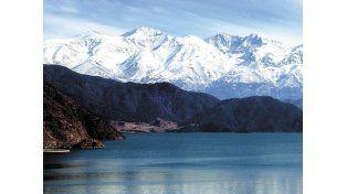 Lago del dique Potrerillos.