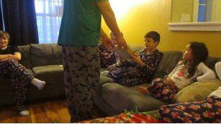 Un niño se enteró en Navidad de que lo adoptaron
