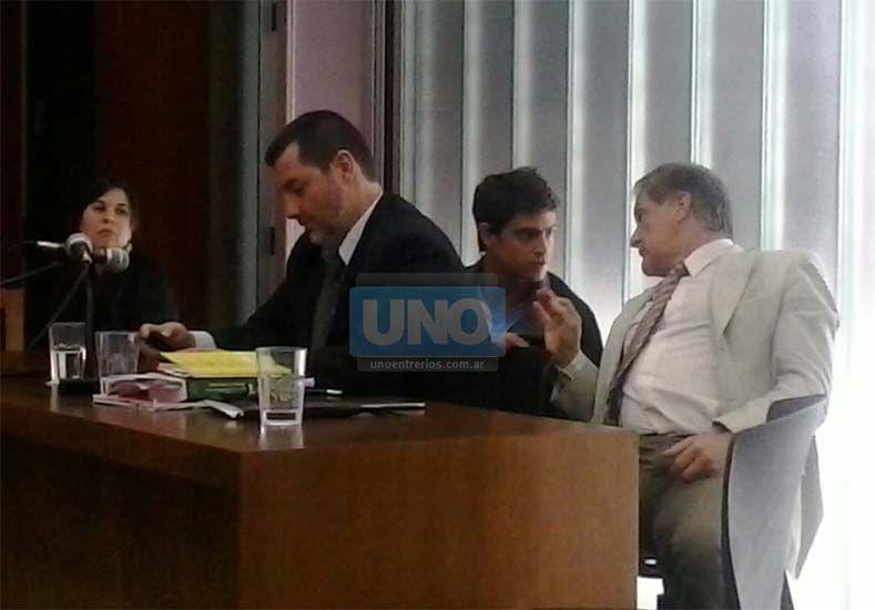 Acompañado de los abogados Hugo Gemelli y Matias Argüello de la Vega
