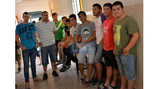 Incondicionales. Amigos y compañeros de fútbol de Buschiazzo. Foto UNO/Juan Manuel Hernández