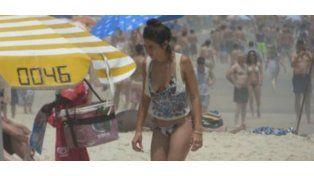 Día de playa para Juana Viale y su novio en Río de Janeiro