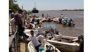 Los que saben. Hubo varios equipos que lograron capturar desde la mañana –y devolvieron al río– unas 11 especies diferentes.  Foto UNO/Diego Arias
