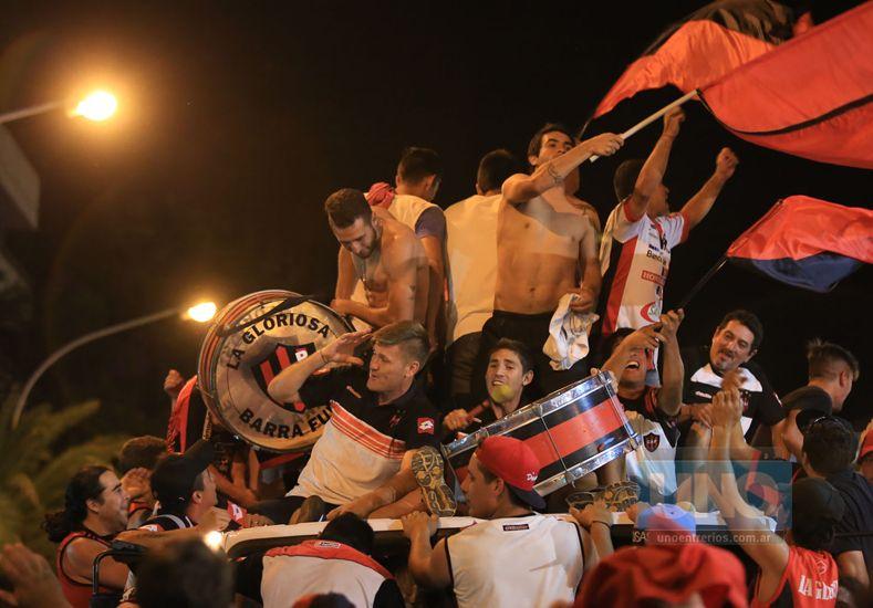 El plantel de Patronato festejó en la Plaza de Mayo con su gente