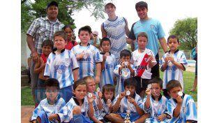 Los organizadores entregaron las medallas a Argentino Juniors.   Foto UNO/Diego Arias