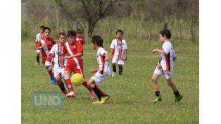 Bichitos y Patronato jugaron unos de los encuentros de la jornada.   Foto UNO/Diego Arias