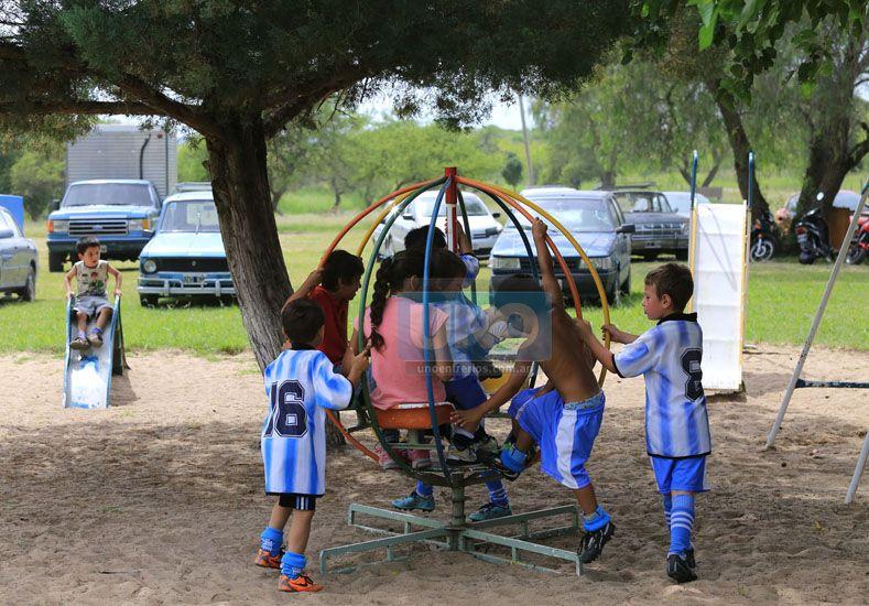 Ellos se tomaron su tiempo para disfrutar de los juegos ubicados en el predio.   Foto UNO/Diego Arias