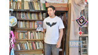 Homenaje. La biblioteca lleva el nombre de Pedro Lemebel en recuerdo al notable artista chileno.   Foto UNO/Juan Manuel Hernández