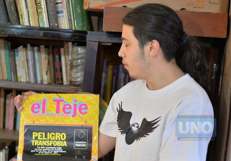 """Intrusos. """"Creen que lo arreglan dándole algunos ladrillos"""".    Foto UNO/Juan Manuel Hernández"""