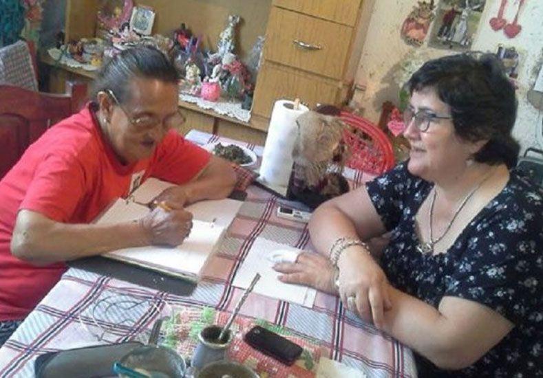 Un ejemplo. La abuela demostró que para estudiar no hay edad.  Foto: Cadena 3