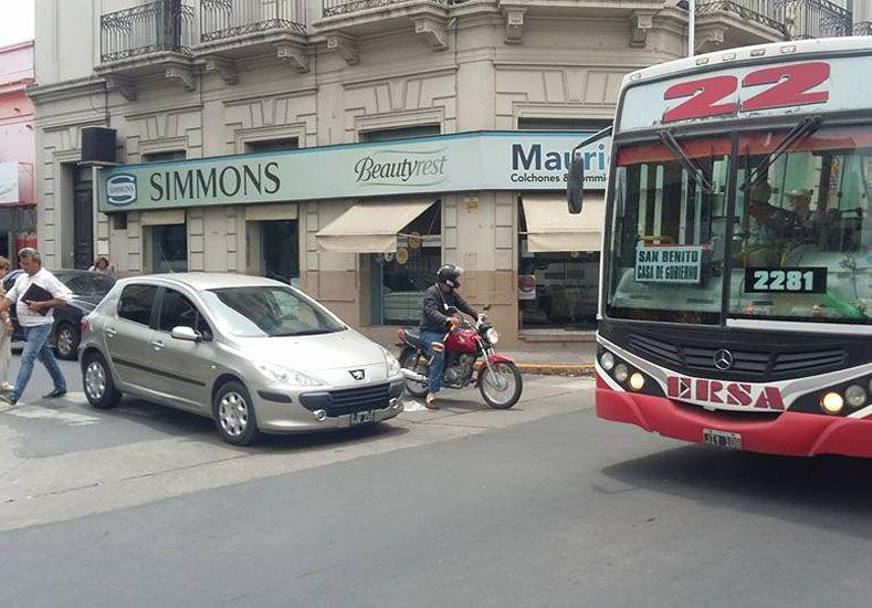 Pellegrini y España. En esa esquina los mayoría de los conductores ignora a los peatones.