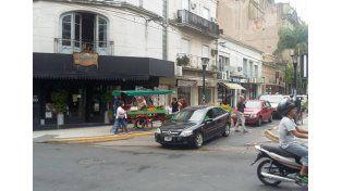 25 de Junio y Buenos Aires. Allí también es difícil cruzar.
