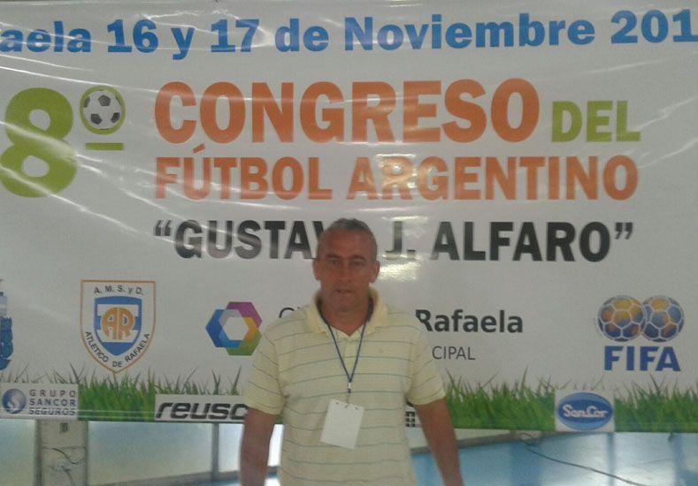 Gustavo Fradkin en un congreso en Rafaela.