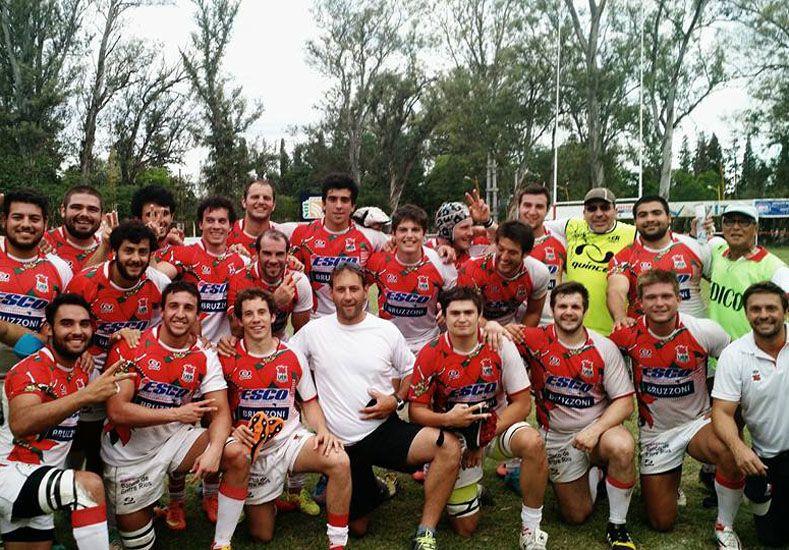 Raiteri (abajo a la derecha) junto al grupo de jugadores y colaboradores que estuvo en Santiago del Estero.