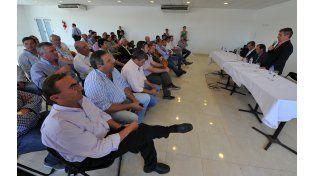 El gobernador electo pidió unidad a los intendentes y anunció que habrá internas en el PJ