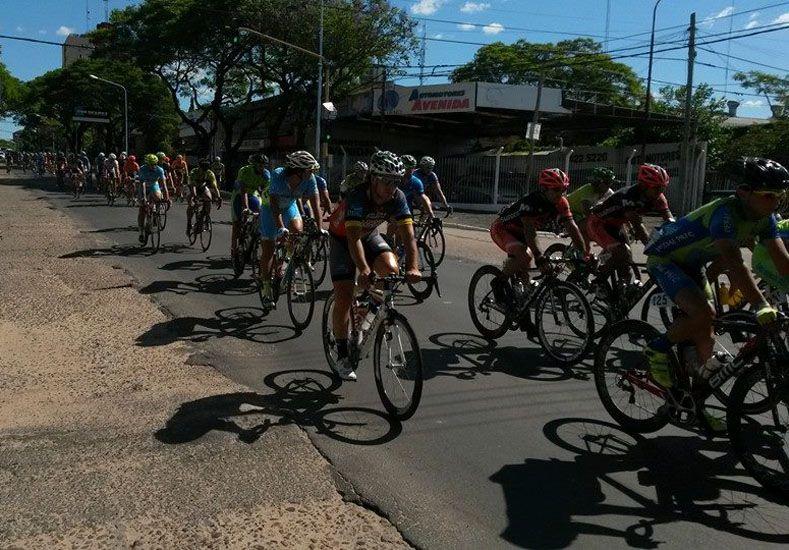 La prueba contó con un gran número de ciclistas.