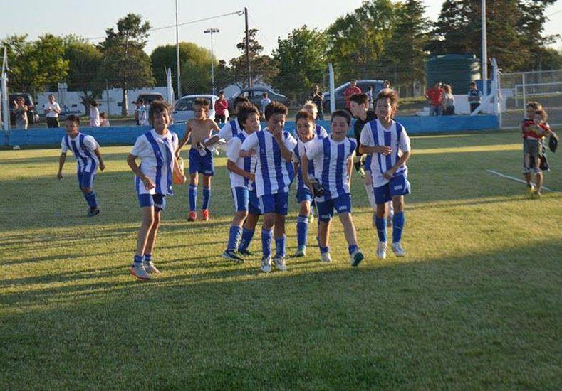 Los chicos de Unión B festejaron el título de la categoría 2005