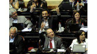 En polémica sesión, el oficialismo aprobó un paquete de proyectos que benefician a trabajadores