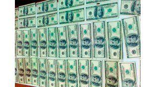 Los dólares fueron revisados por un perito de la Policía y determinó que todos eran apócrifos.   Foto: FM Riel