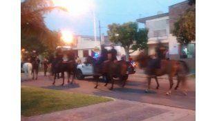Hubo heridos tras un enfrentamiento entre hinchas de Patronato y la Policía