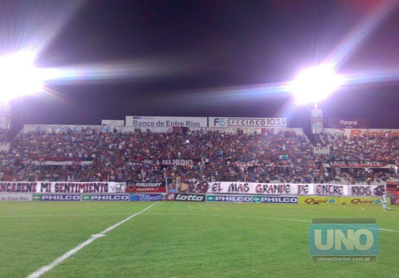 Banderazo de apoyo al #PatrónDelAscenso antes de la semifinal