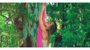 María Vázquez mostró toda su destreza de acrobacia en tela