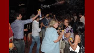 La diputada radical Felicitas Rodríguez festeja en Cambiemos Uruguay.