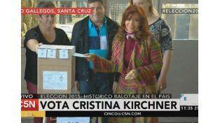 Denunciaron a Cristina Fernández y Daniel Scioli por violar la veda electoral