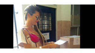 El llamativo vestido que eligió Xipolitakis para ir a votar