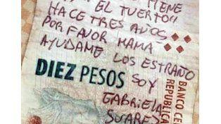 Investigan el pedido de ayuda de una joven desaparecida escrito en un billete