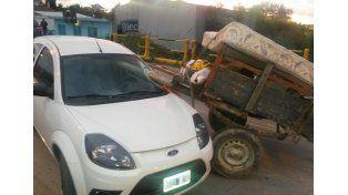 Chocaron un carro y un auto: dos heridos