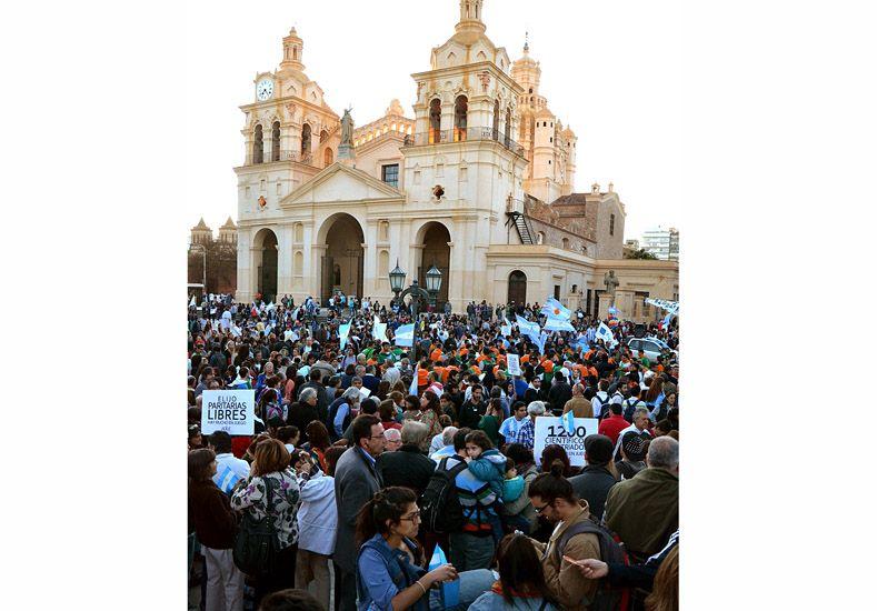 Pañuelazo en Córdoba en apoyo a las políticas de derechos humanos