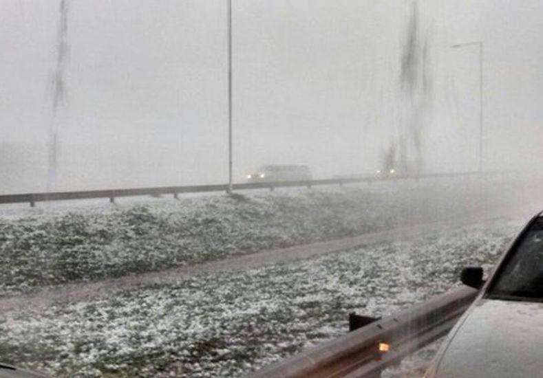 En la autopista Córdoba-Rosario se registró una fuerte tormenta de granizo