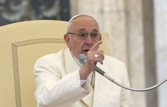 El papa le dijo a un periodista que los argentinos ya saben lo que él piensa políticamente hablando.