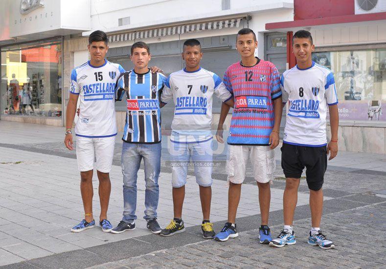 Peñarol disfruta de la permanencia en la divisional A y de los juveniles que surgieron de la cantera. Foto UNO/Mateo Oviedo