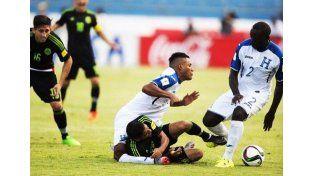 Dura lesión en el partido entre Honduras y México