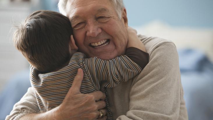 Estudio afirma que cuidar nietos previene la demencia y otras enfermedades